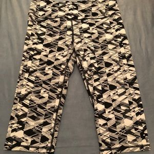 Victoria's Secret Sport Crop Leggings Size Large
